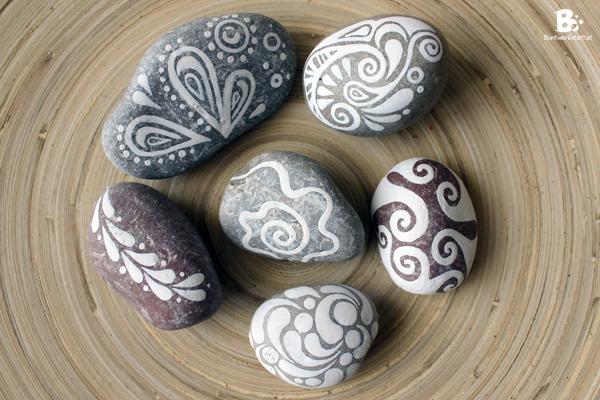 bemalte steine felsen and mandalas on pinterest. Black Bedroom Furniture Sets. Home Design Ideas