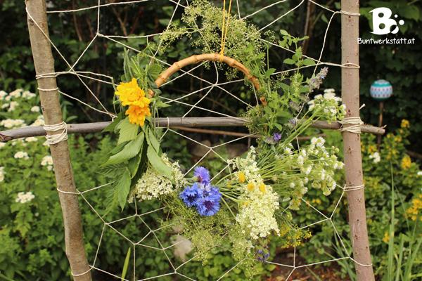 Blumenkränze und Kräuterbuschen