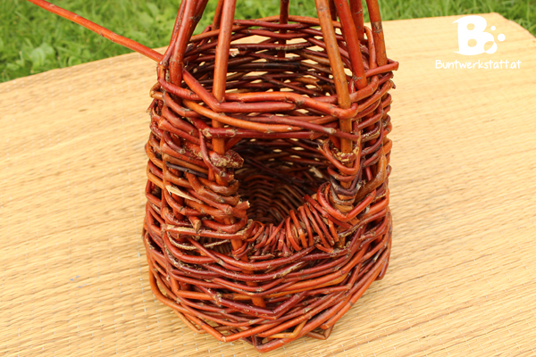 Willow_Weaving_Birdhouse_Door4